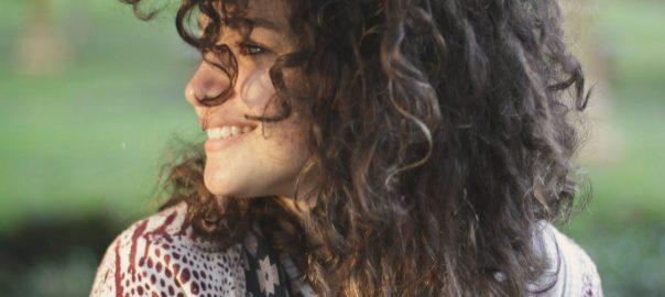 kobieta w nowym makijażu permanentnym